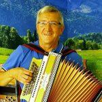 Rudolf Scherer mit Harmonika